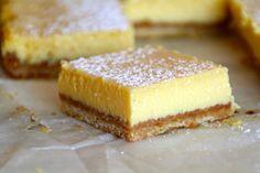 Her har du en kjapp liten kake som du lager. Nigel Slater, Lemon Squares, Cookie Desserts, Let Them Eat Cake, Cornbread, Baking Recipes, Cupcake, Cheesecake, Food And Drink