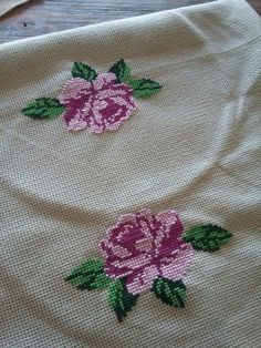 This Pin was discovered by Kub Mini Cross Stitch, Cross Stitch Rose, Cross Stitch Borders, Cross Stitch Flowers, Cross Stitching, Funny Cross Stitch Patterns, Cross Stitch Designs, Embroidery Fabric, Hand Embroidery Designs