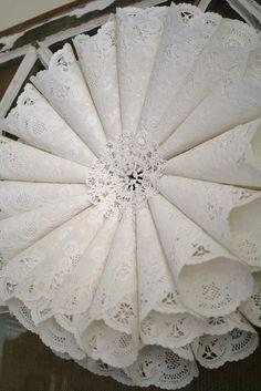 DIY  DOILY CRAFTS : DIY Paper Doily Wreath
