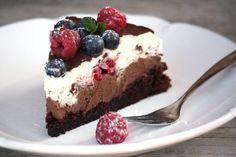 Čokoládová torta s mascarpone a ovocím - recept - My site Baking Recipes, Cookie Recipes, Dessert Recipes, Sweet Desserts, Sweet Recipes, Czech Recipes, Fudge Cake, Sweet Cakes, Amazing Cakes