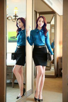 着衣フェチ_Clothed Woman (@clothed_woman) | Twitter Suit Fashion, Fashion Models, Girl Fashion, Fashion Outfits, Classy Outfits, Cute Outfits, Office Outfits Women, Girls In Mini Skirts, Good Looking Women