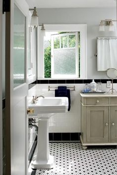 bathroom from a colonial 1915