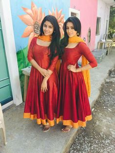 Shop online from latest beautiful collection of Anarkali suits, Long Anarkalis Salwaar in Anarkali style. Long Gown Dress, Saree Dress, The Dress, Long Frock, Party Wear Indian Dresses, Indian Gowns Dresses, Evening Dresses, Designer Anarkali Dresses, Designer Dresses