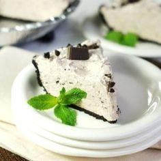 Creamy, easy No-Bake Mint Chocolate Chip Pie