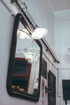 """¡Hola tornis! Empezamos la semana celebrando que hemos superado el lunes, así que vamos a darnos un pequeño homenaje yendo de """"afterwork"""" a este bar con encanto, en Lisboa. Se encuentra…"""