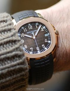 Always thought the Aquanaut should've been kept as a stainless steel-only model, but after seeing this Rose Gold 5167 on a well tanned, chic, 25-year old girl in Nikki Beach in St Tropez this summer I changed my mind.
