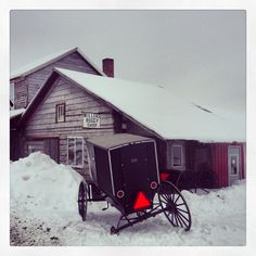 Amish Buggy Shop.  Man, I love Amish pictures!  Makes me feel peaceful just looking at them.