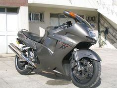 Honda Blackbird, 190 miles per hour Have You Ever Seen These Fastest Motorcycle ? Super Pictures, Summer Outfits Women 30s, Beauty And The Best, Touring Bike, Trending Haircuts, Hot Bikes, Mini Bike, Cbr, Custom Bikes