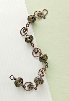 This caramel swirl bracelet is made by twisting copper wire into a unique pattern, and then pairing it with delectable lampwork beads. Free for Beading Daily members.