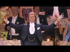 """Andre Rieu performs """"Radetzky March"""" in Vienna"""