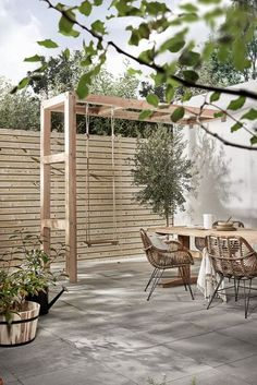 Private terrace with Holzschaukel, Terrasse mit Kind, Privatgarten mit Kind, Stadtgarten mit Kind, Ideen small Diy Pergola, Pergola Swing, Pergola Plans, Small Pergola, Pergola Roof, Small Patio, Modern Pergola, Outdoor Pergola, Pergola Lighting