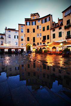 Piazza dell'Amfiteatro, Lucca