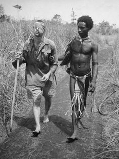 42 Powerful Moments Of Human Compassion In The Face Of Violence A native of Papua New Guinea, who were nicknamed 'Fuzzy Wuzzy Angels' because of their hairstyle and kind nature, escorts a wounded Australian soldier out of the bush. [World War II, Nagasaki, Hiroshima, Les Scouts, Papua Nova Guiné, La Compassion, Otto Von Bismarck, Fuzzy Wuzzy, Anzac Day, Lest We Forget