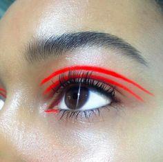 Red eyeliner look by @beasweetbeauty on Instagram.