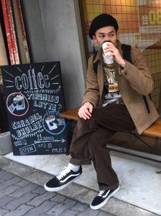 大阪で古着屋巡りした時のやつ☕️ ベレー帽、ニット、ジャケット、パンツは古着。
