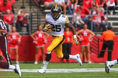 Northwestern Wildcats at Iowa Hawkeyes - 10/1/16 College Football Pick, Odds, and Prediction