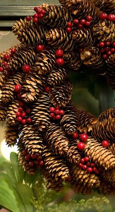 pine cone wreath.... This is very beautiful and simple. Perfect, now where will I find this many pine cones?