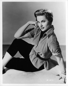 Old Hollywood Style, Hollywood Stars, 1950s Casual Wear, Grace Kelly, American Actress, Bathing Suits, Actresses, Films, Movies