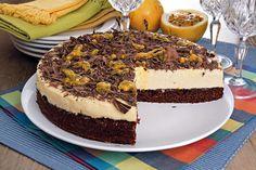 A receita do bolo-mousse de chocolate com maracujá é fácil de fazer e fica uma delícia! Clique, confira e faça agora mesmo em sua casa!
