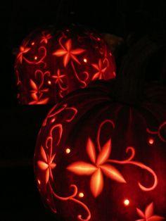 Zoals beloofd mijn blogverhaal over de pompoen. Nog net op de nipper want vanavond is het Halloween. (Niet dat ik daar veel waarde aan hech...