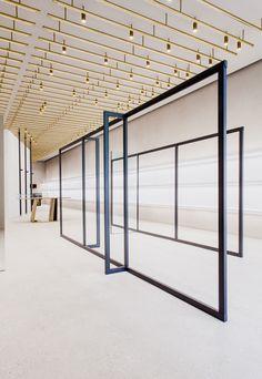 In Berlin entwarfen das mailänder Architekturbüro Andrea Tognon Architecture für Jil Sander ein Store-Konzept, dessen Interieur selbst schon einen Besuch wert ist. (Foto: Jan Kapitän)