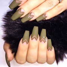 36 Prettiest Khaki Nail Art Ideas You'll Love #nail #khaki #army #green #art #matte #stiletto