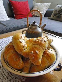 kudy-kam...: Rohlíky z domácí pekárny Dairy, Bread, Cheese, Baking, Food, Chef Recipes, Brot, Bakken, Essen