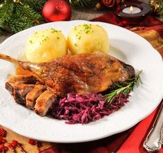 If you want something different this holiday season, this Christmas roast goose recipe is perfect for an Irish Christmas dinner. This Christmas roast goose recipe is the ideal alternative to Christmas turkey. Healthy Recipes On A Budget, Healthy Crockpot Recipes, Healthy Meals For Kids, Healthy Meal Prep, Healthy Breakfast Recipes, Christmas Roast Goose, Christmas Dinner Menu, Roast Goose Recipes, Dinner Dishes