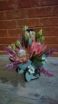 Small ceramic pot arrangement with proteas Alter Flowers, Silk Flowers, Flower Farm, Growing Flowers, Floral Arrangements, Nativity, Floral Design, Succulents, Bouquet
