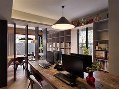 Uma casa moderna, aconchegante e com um home office perfeito por Ganna Studio