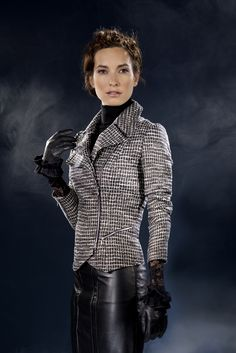 Anne Fontaine Fall 2012 Collection     Pull / Sweater  lucile melody  Jupe / Skirt  cheryl  Veste / Jacket  cordelia  Gants / Gloves  aimy