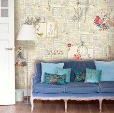 Mit alten Zeitungen, Briefen oder Notenblättern kann man eine tolle Wanddekoration zaubern.