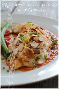 Filets de poisson aux amandes rôties, sauce rosée