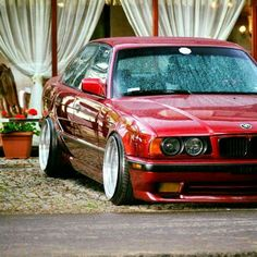 BMW E34 5 series red stance