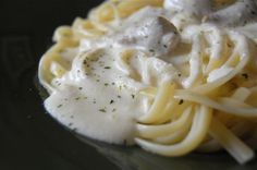 Olive Garden Fettuccine Alfredo: notes - use 8 oz of cream cheese, and fresh garlic. All the reviews are very helpful. Olive Garden Fettuccine Alfredo Recipe, Fettucine Alfredo, Chicken Alfredo, Chicken Fettuccine, Chicken Scampi, Seafood Alfredo, Pasta Alfredo, Great Recipes, Favorite Recipes