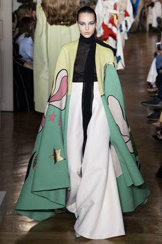 Valentino Fall 2018 Couture Fashion Show Collection: See the complete Valentino Fall 2018 Couture collection. Look 7
