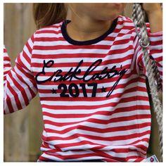 Kleine Kinder werden groß, auf die Plätze, Schule, los! Die Schulzeit ist die schönste Zeit ... vor allem wenn man so schön dabei aussieht! Der Start in die Schulzeit wird mit diesem Shirt noch...
