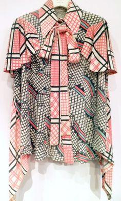 ☆Ossie Clark Black et Celia Birtwell - Blouse Noir, Rose, Bleu et Blanc - Années 70 70s Fashion, Fashion History, Vintage Fashion, Fashion Outfits, Ossie Clark, Classy Outfits, Beautiful Outfits, Vintage Outfits, Celia Birtwell