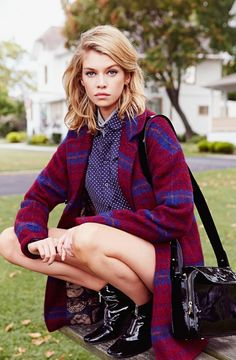 """Red Plaid Coat 7 Outfits From """"Clueless"""" You Can Recreate With Urban Outfitters Clothes Urban Outfitters Outfit, Clueless Outfits, Winter Stil, Plaid Coat, Red Plaid, Stella Maxwell, Mode Inspiration, Fashion Outfits, Womens Fashion"""