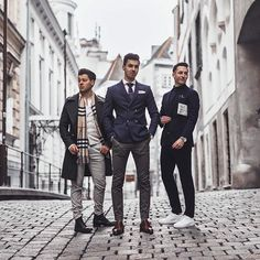 Classy all the way...by the order of the Peaky Blinders!  With @yannick.rou and @menstylefashionblog  ———————————————————— #suitup#anzug#mensfashion#ootdmen#whatiwore#crew#crewlife#suitandtie#doublebreasted#classymen
