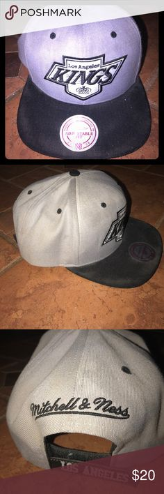 NEW Mitchell & Ness LA Kings SnapBack💙 New with tag! Authentic Mitchell & Ness NHL LA KINGS SnapBack. Very good condition! Adjustable! 💙 Mitchell & Ness Accessories Hats