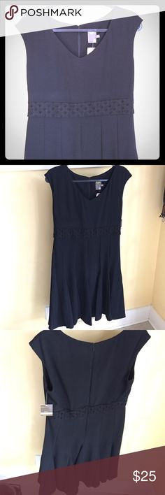 🆕 Black Dress This dress has been tried on but not worn. Still has tags. Nice heavy material. Made with 96% polyester, 4% spandex. 🚭From a non smoking house Taylor Dresses Dresses Midi