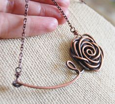 Rose necklace Oxidized copper Wire jewelry by Karismabykarajewelry Copper Wire Jewelry, Wire Wrapped Jewelry, Rose Necklace, Simple Necklace, Jewelry Art, Jewelry Design, Jewelry Ideas, Collar Rosa, Wire Pendant