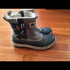 Sorrel Boots Sorel Boots, Size 8, blue and white striped SOREL Shoes Winter & Rain Boots