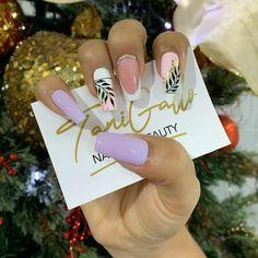Christmas Ornaments, Holiday Decor, Finger Nails, Templates, Short Nail Manicure, Nail Manicure, Gold Nail Art, Dark Nails, Perfect Nails