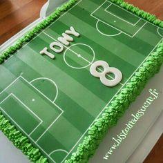 Gâteau d'anniversaire terrain de foot !