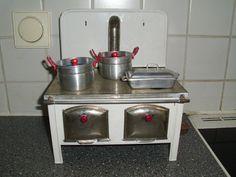 Antiker+süsser+Kinderherd++Metallblech+mit+Ofenrohr+Antikspielzeug+Küche+Sammler