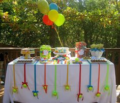 Great idea with the balls bravo!  Tennis birthday party dessert table.