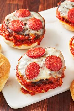 The Most Delish Burger Recipes You'll Be Making All Summer Long White Pizza Recipes, Beef Recipes For Dinner, Cooking Recipes, Italian Recipes, Ground Beef Dishes, Ground Beef Recipes Easy, Easy Recipes, Beef Zucchini Enchiladas, Grilled Cheese Sloppy Joe