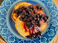 Wished for more lemon and thicker blueberry syrup.Get Lemon Yogurt Pancakes with Blueberry Topping Recipe from Food Network Lemon Blueberry Pancakes, Lemon Ricotta Pancakes, Blueberry Topping, Yogurt Pancakes, Pancakes And Waffles, Blueberry Syrup, Blueberry Recipes, What's For Breakfast, Breakfast Dishes